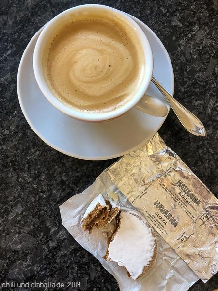 Alfajor mit Kaffee