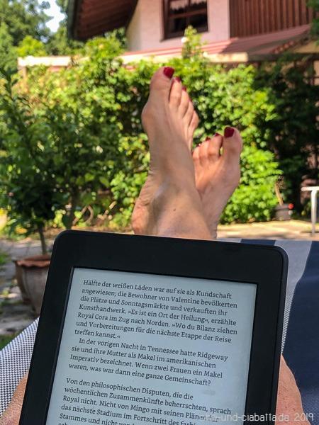 Lesen unterm Walnussbaum