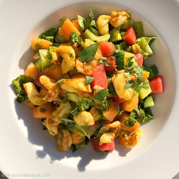 Melonen-Gurkel-Salat mit Curry-Garnelen