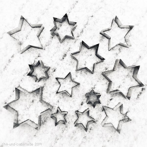 12 Stern-Ausstecher
