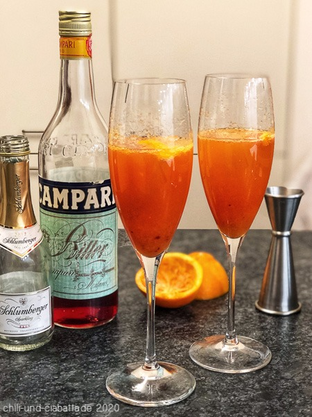 Italienischer Campari-Cocktail miut Blutorange