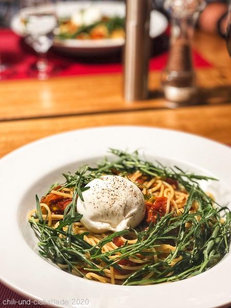 Spaghettini mit Ofentomaten, Rucola und Burrata
