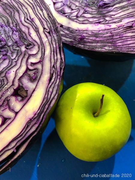 Rotkohl und Apfel