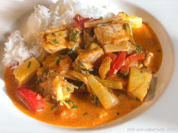 Thai-Curry mit Forelle, Paprika, Ananas und Bambussprossen