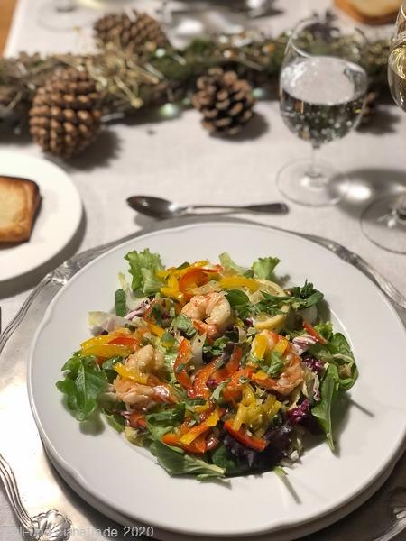 Salat mit pikanten Garnelen