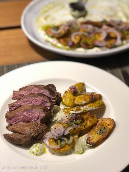 confierte Lammhüfte und Chaat-masala Kartoffeln