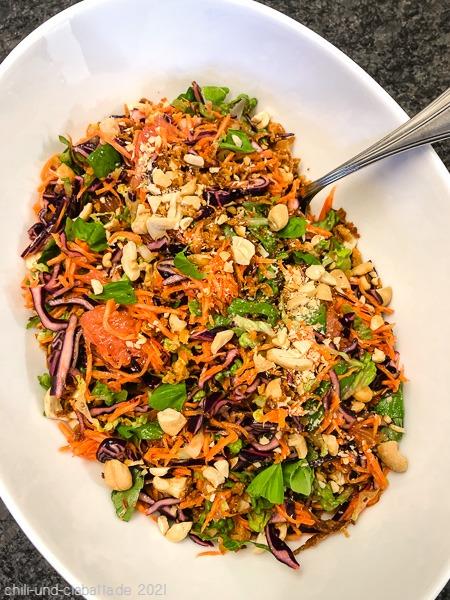 Thai-Salat mit Grapefruit und Cashewkernen