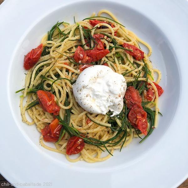 Spaghetti mit Schmortomaten, Mönchsbart und Burrata