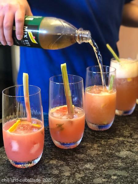 Rhabarber-Grapefruit-Cocktail mit Thymian und Ginger Ale