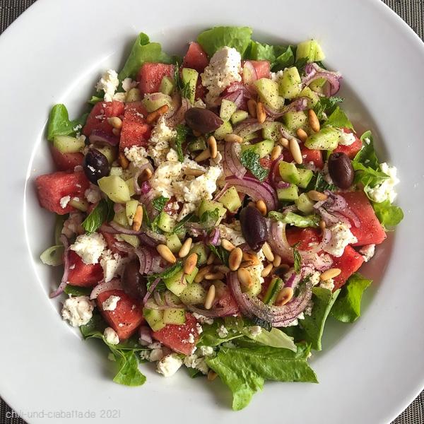 Salat mit Wassermelone, Gurke und Feta