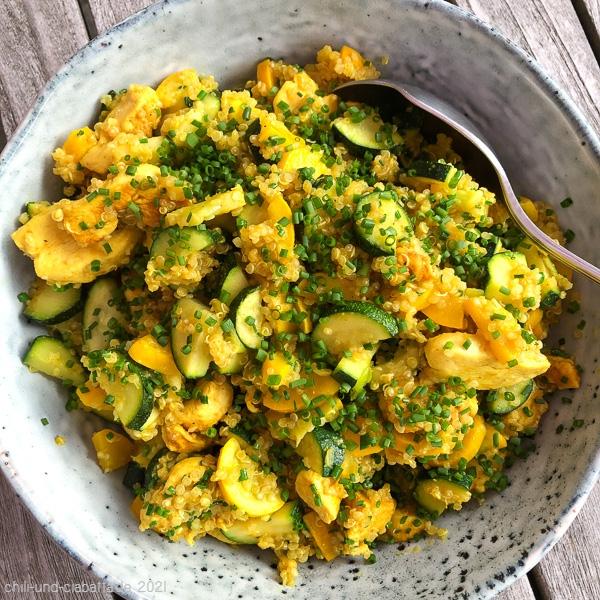 Quinoa mit Zucchini und Hähnchen